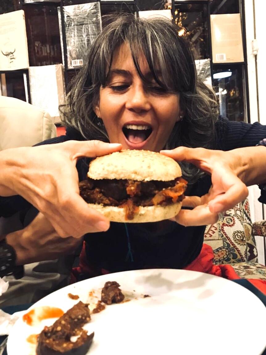 marcela y el sandwich vegano